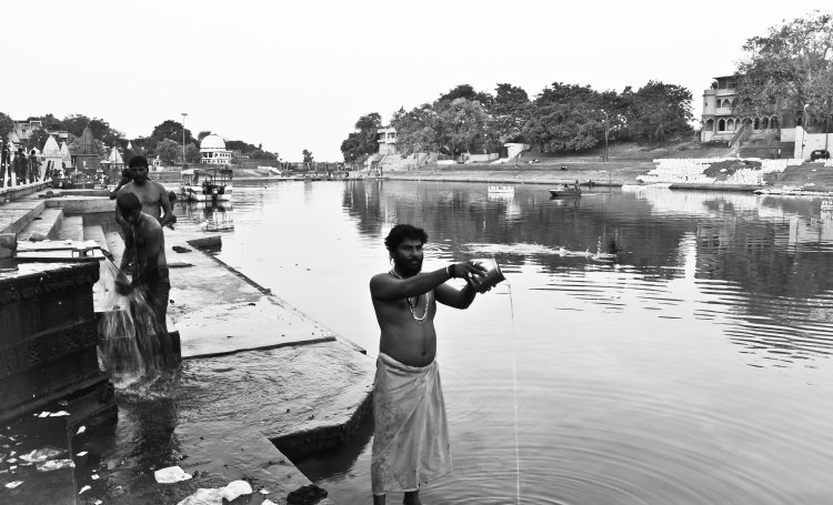 Prayers on the bank of the Kshipra